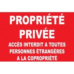 Propriété privée accès interdit à toutes personnes étrangères à la copropriété