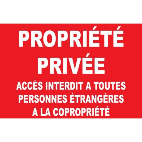 Propriété privée accès interdit a toutes personnes étrangères a la copropriété