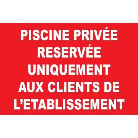 Piscine privée réservée uniquement aux clients de l'établissement