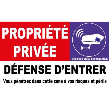 Propriété privée défense d'entrer vous pénétrez dans cette zone à vos risques et périls