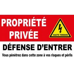 Propriété privée défense d'entrer vous pénétrez dans cette zone à vos risques et périls avec picto danger electrique