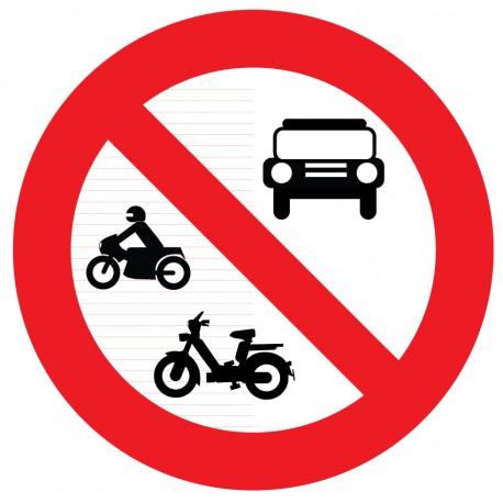 Panneau interdit aux vélos, mobilette, motos.