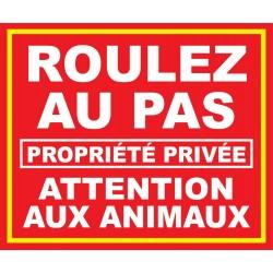 Roulez au pas propriété privée attention aux animaux